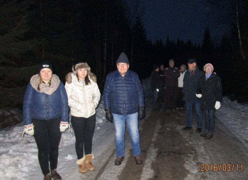 Deltagare vid först stoppet på turen inne på Villingsberg